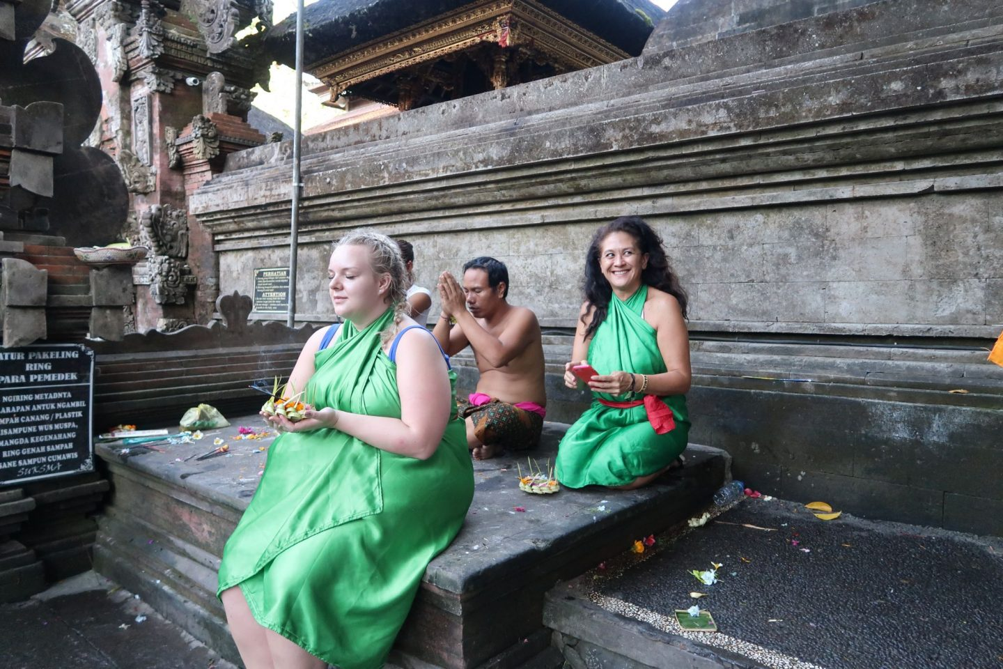 WhatLauraLoves Giving The Offering at Tirta Empul