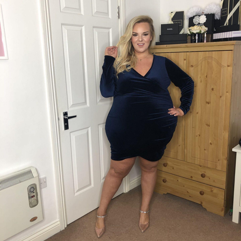 WhatLauraLoves Missguided Navy Velvet Dress