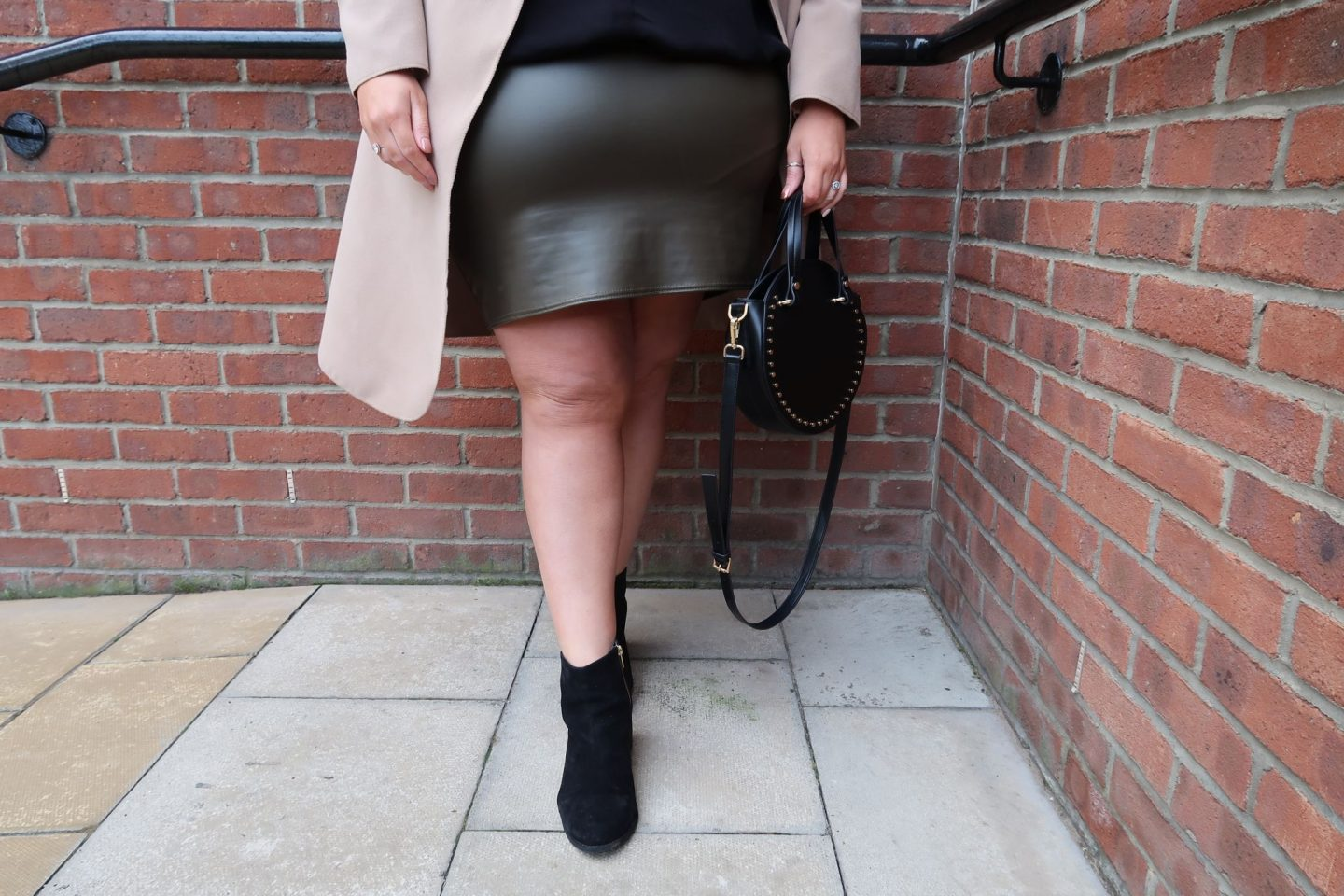 UK Plus Size Blogger WhatLauraLoves wearing River Island Boohoo and PrettyLittleThing