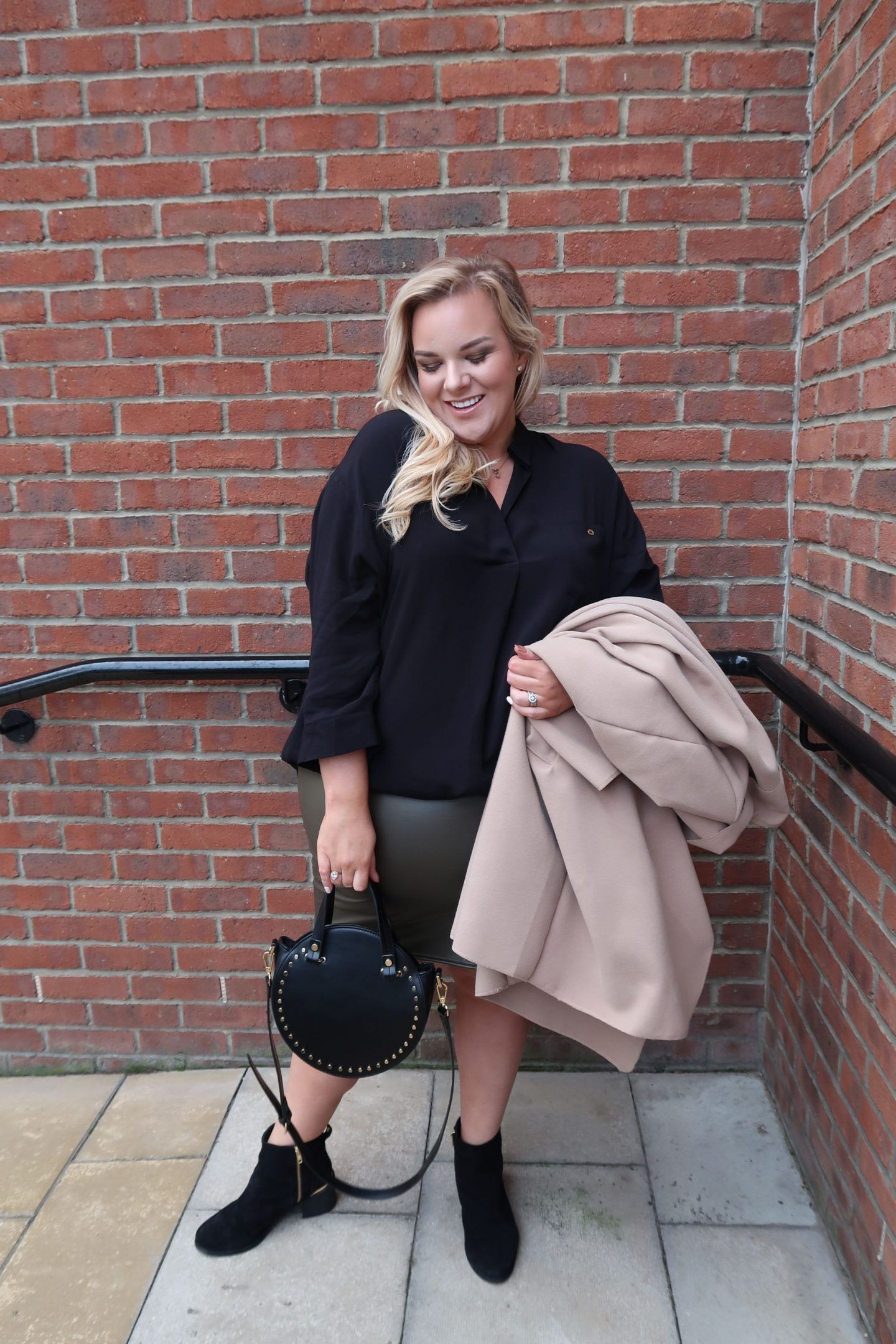 UK Plus Size Blogger WhatLauraLoves wearing River Island, Boohoo and PrettyLittleThing