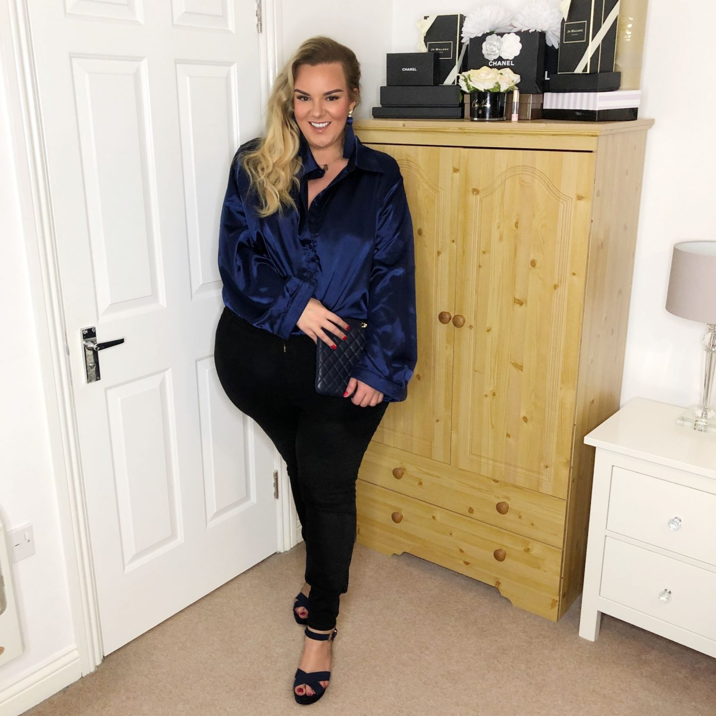 WhatLauraLoves UK Plus Size Blogger PrettyLittleThing Navy Satin Shirt