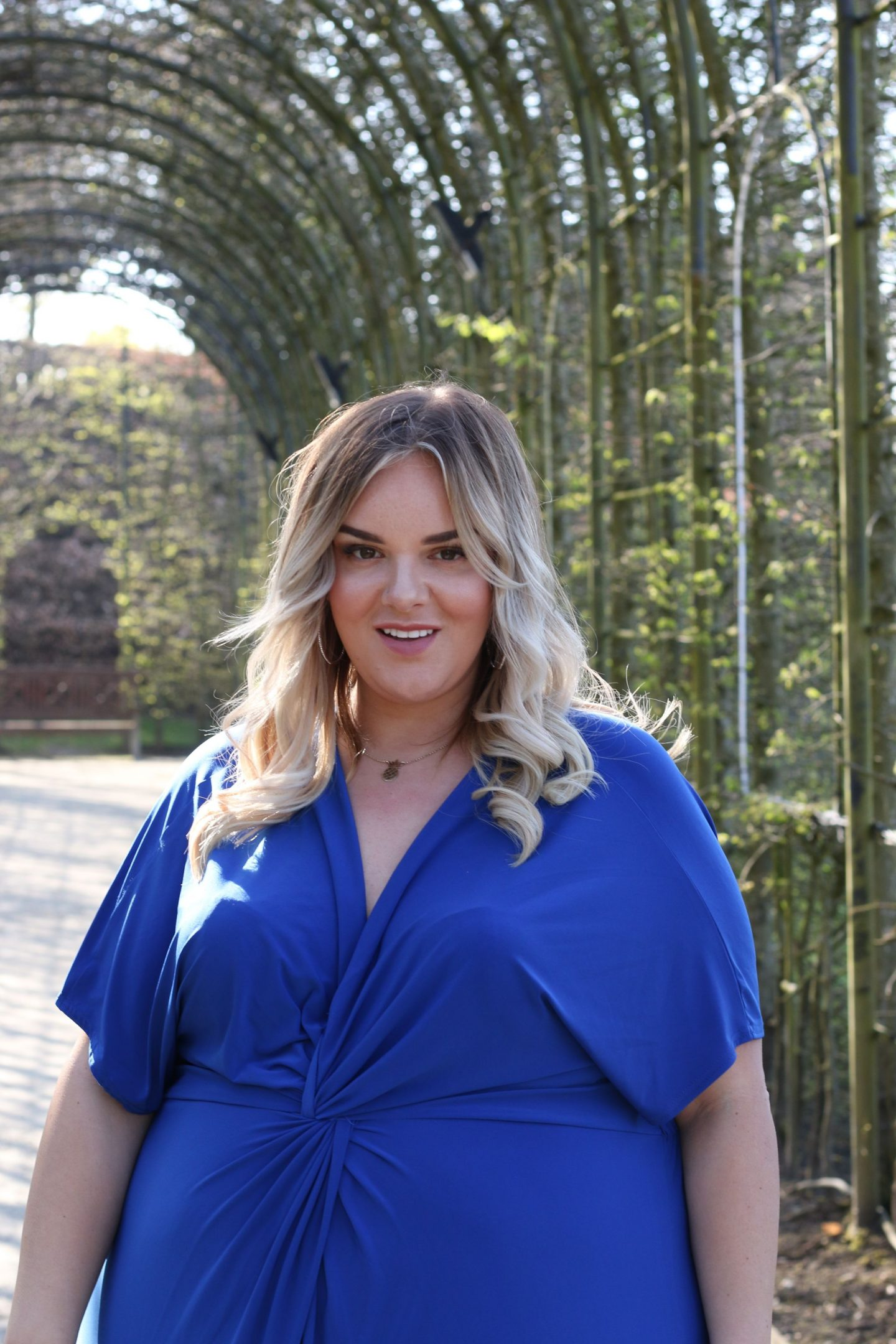 WhatLauraLoves Alnwick Garden Plus Size Fashion Shoot